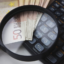 Lupa, kalkulator i pieniądze